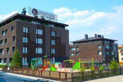Lucky Bansko Aparthotel SPA & Relax | Teren de joacă și fațadă