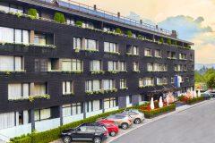 Aparthotel Lucky Bansko | fțadă hotelului acopertă cu zăpadă