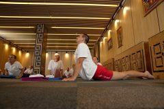Asani într-un curs de yoga