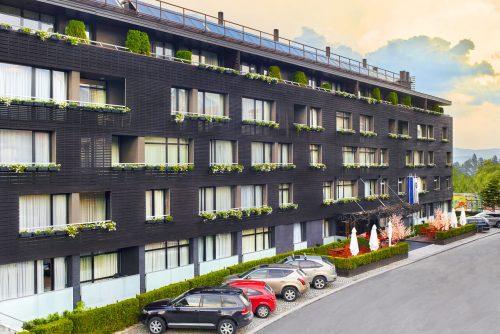 Fatada exterioară a hotelului de apartamente | Lucky Bansko