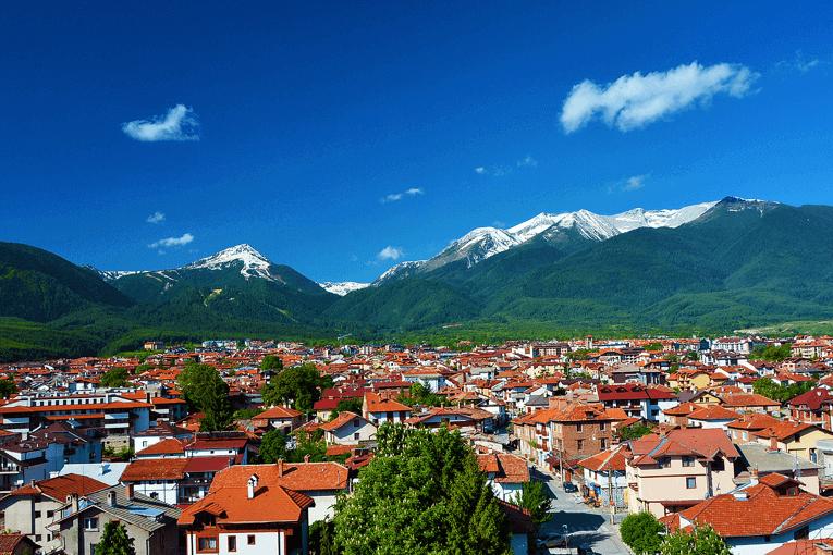 Vedere frumoasă asupra munților