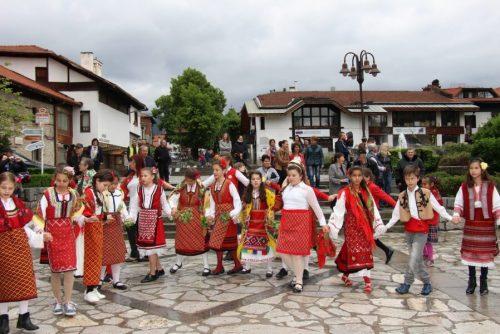 Spectacole folclorice muzicale, cântece și dansuri | Lucky Bansko