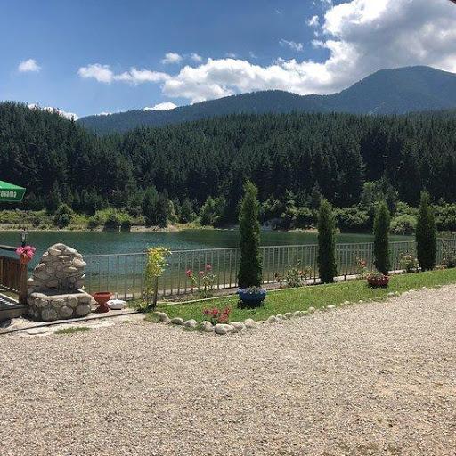 Loc pentru relaxare în apropierea lacului Krinets