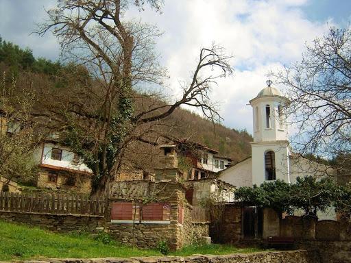 Biserica din satul Leshten