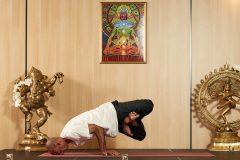 "Yoga prezintă ""Cocoș lateral"" | Lucky Bansko"