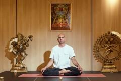 Yoga guru pose | Lucky Bansko