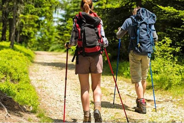 Cum să faceți față obstacolelor pe drum dacă vă deplasați singur pe traseu?